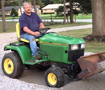 Used john deere lawn and garden tractors garden ftempo for Used lawn and garden equipment