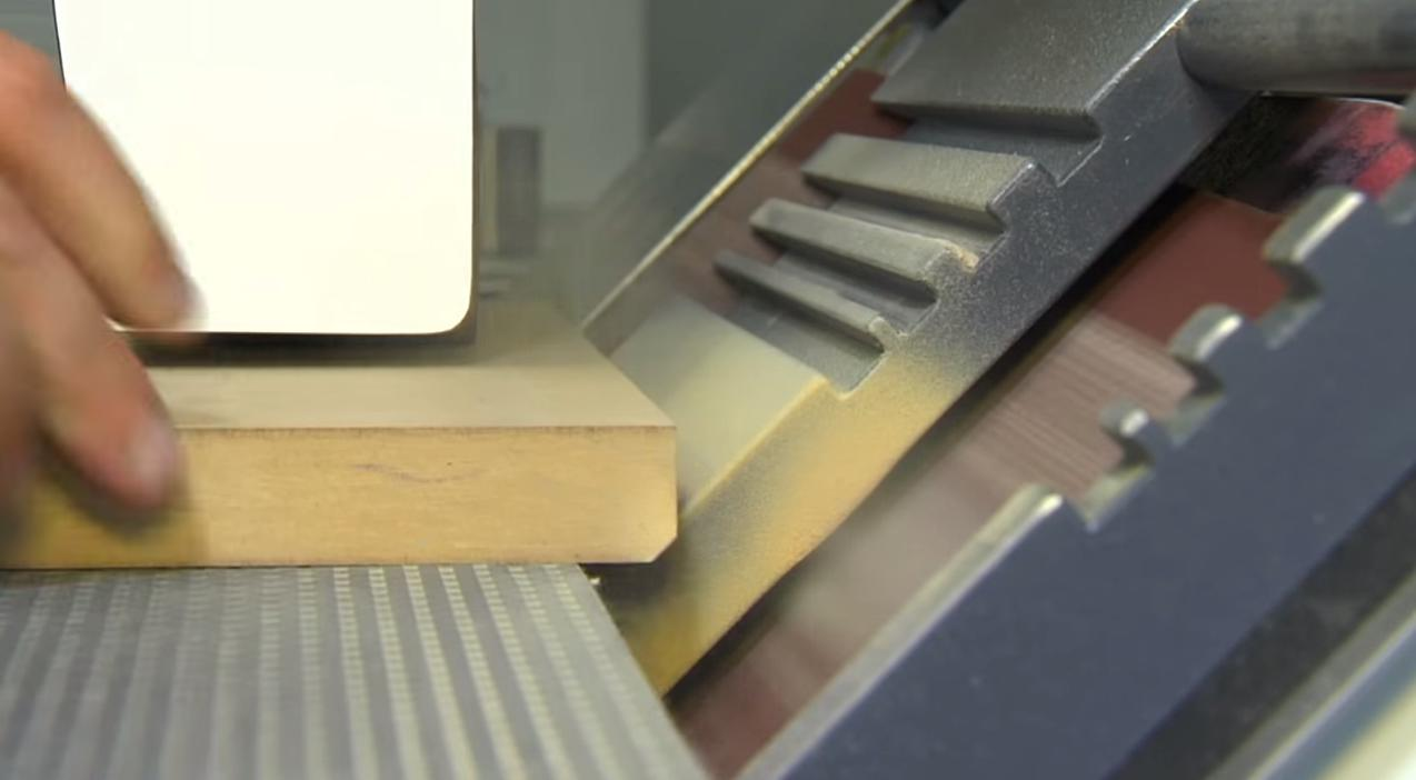 sand the edge at an angle with the edge sanding machine