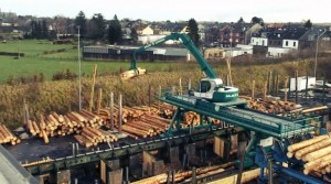 Gantry crane working