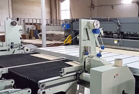 Veneer Faces Trimming and Reinforcing Machine