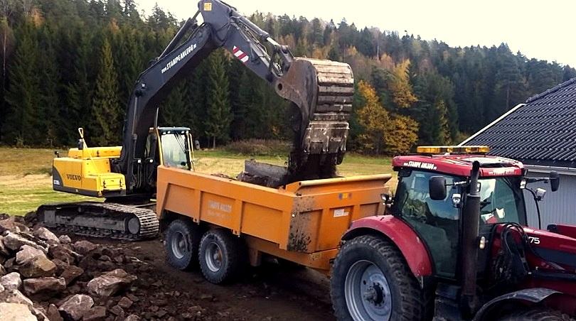Volvo 210 unloading truck