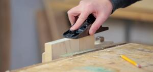 Handheld wood planer