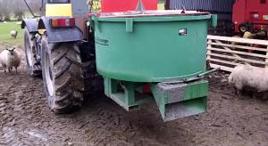 vertical axis mixer as attachment for tractor