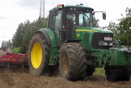 6920 John Deere in Action