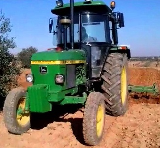 2140 John Deere Utility Tractor