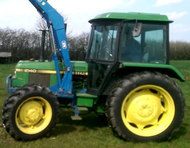 Used John Deere 2140 with Loader