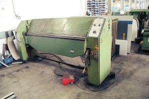 Schwenkbiegemaschine in Werkshalle