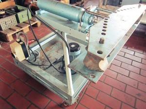 Rohrbiegemaschine mit verschiedenen Werkzeugen