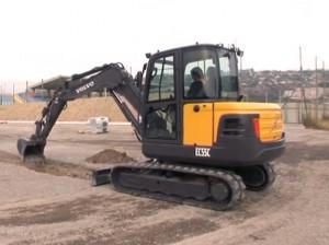 Kompaktbagger beim Graben