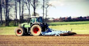Landwirtschafsmaschine auf Wiese