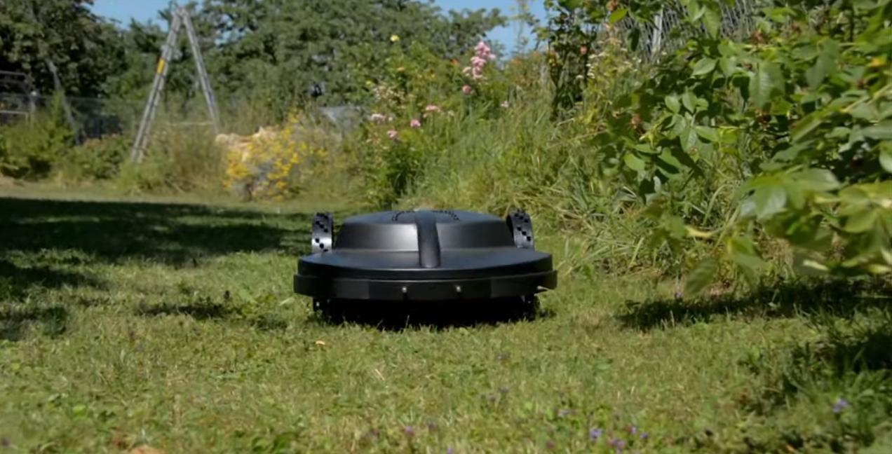 Roboter rasenmäher mäht Rasen
