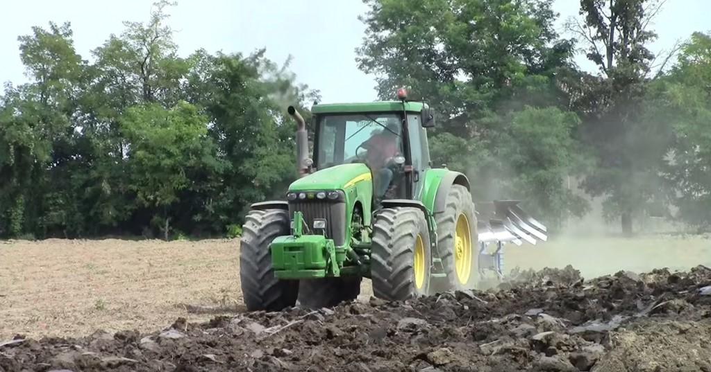 JOHNDEERE-8520-Traktor